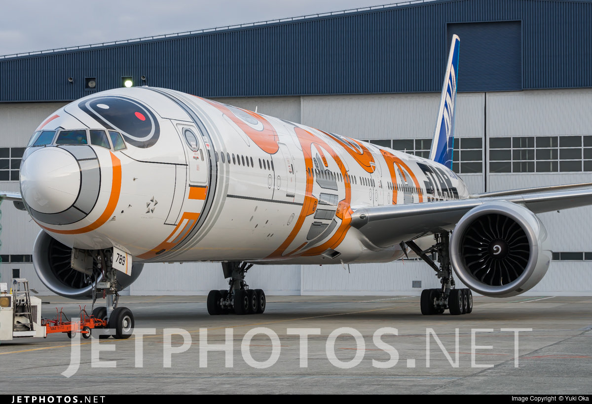 ANA's BB-8-themed 777-300ER (JA789A)