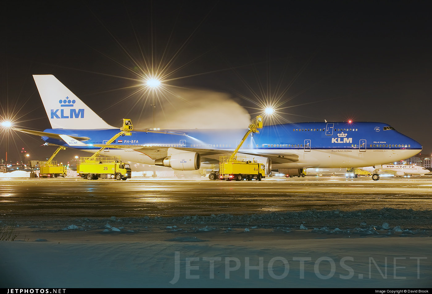 Deicing crews in Toronto ready a KLM 747 for its flight to Amsterdam.