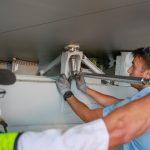 "Qantas technicians attaching the ""Fifth Pod"" to VH-OJS"