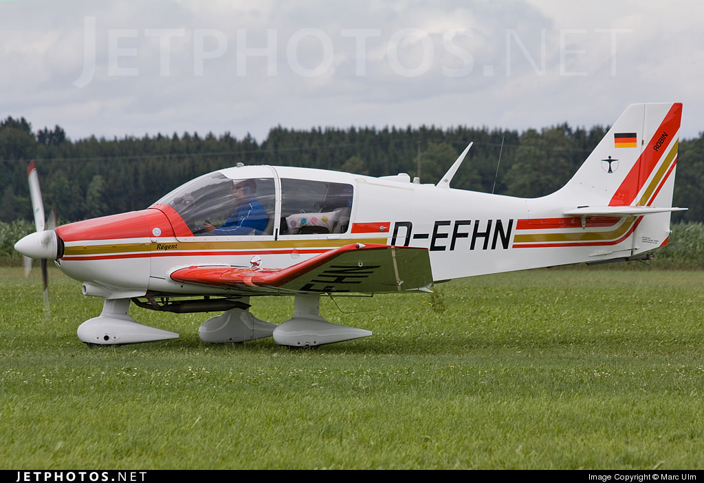 D-EFHN, the Robin DR400/180 Régent responsible for today's portrait.