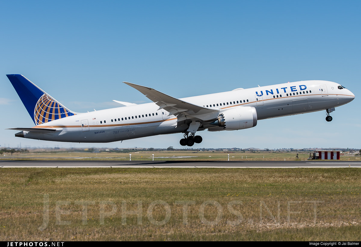 United Airlines Boeing 787-9 N45956