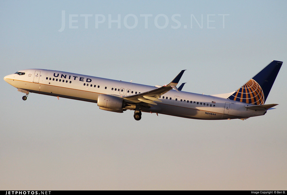 United Airlines Boeing 737-900ER N64844