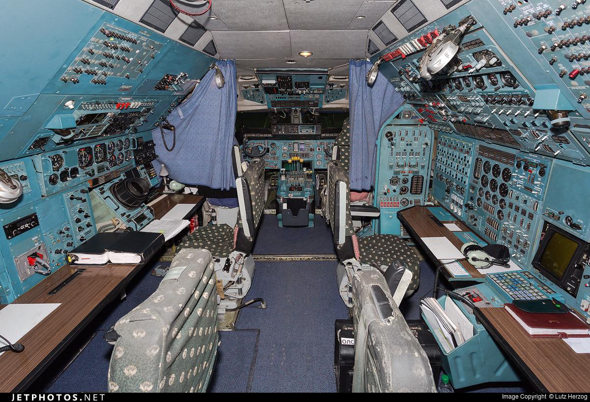 An-225 Flight Deck