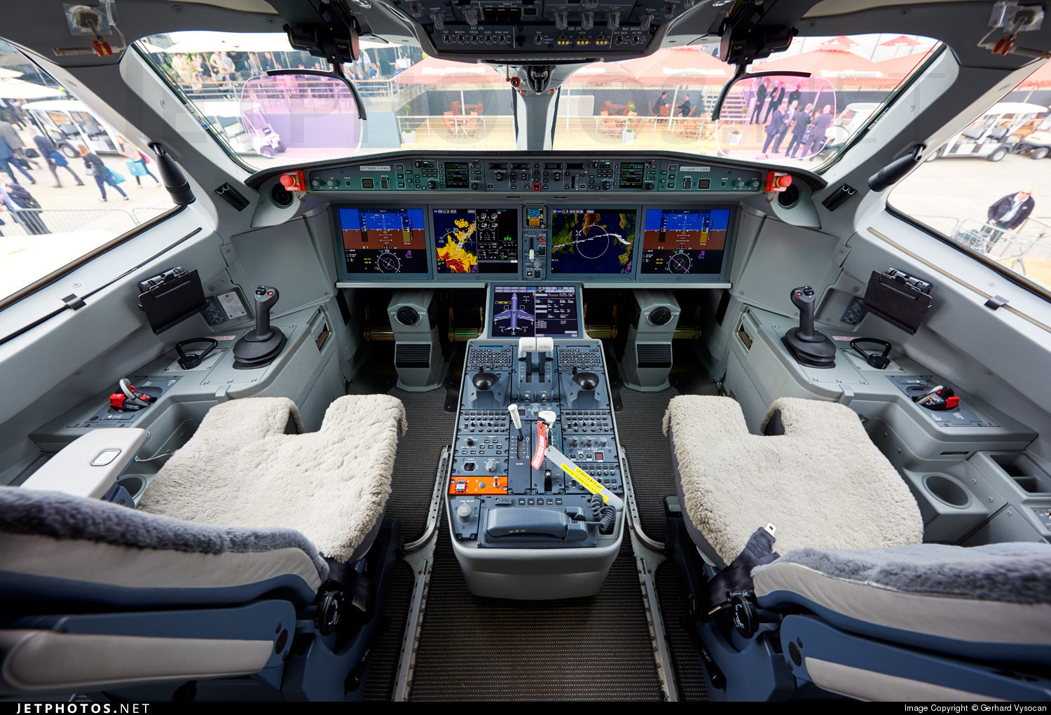 The CS100 flight deck
