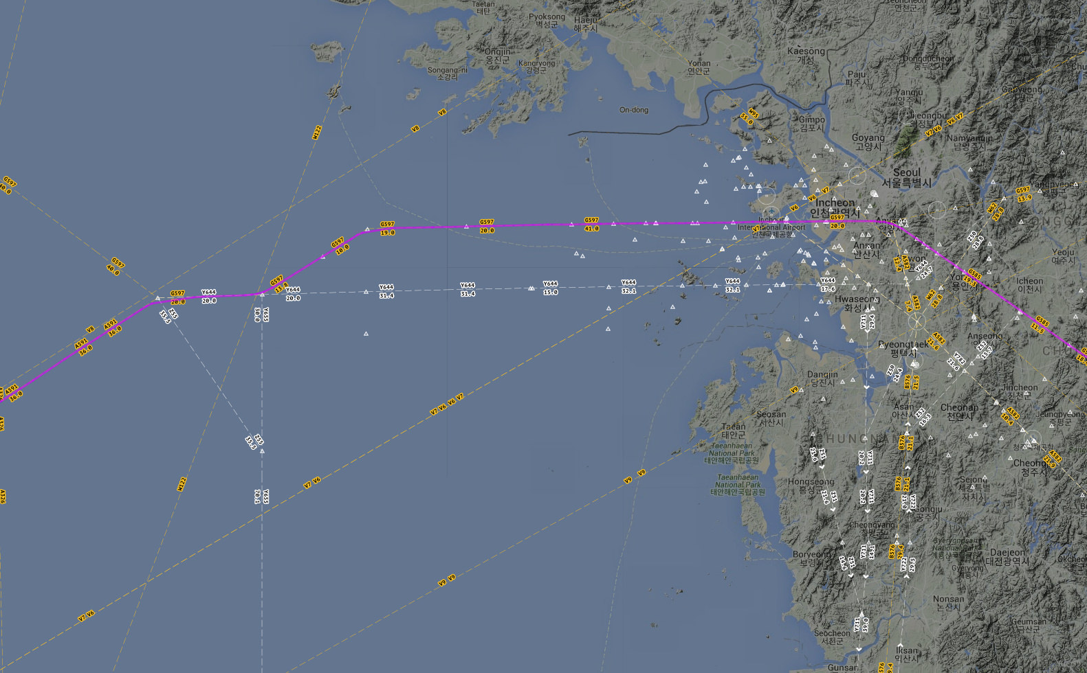 NH8541's flight path near Seoul, with chart overlay