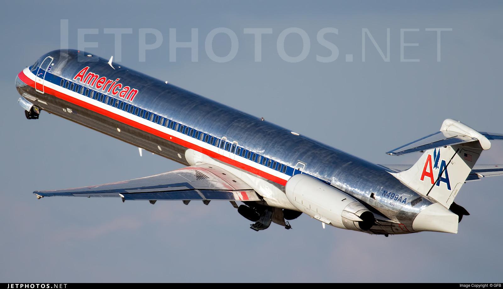 AA MD-82