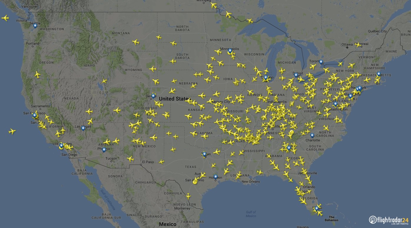 Flights in the air during the peak departure hour of 11:00 UTC