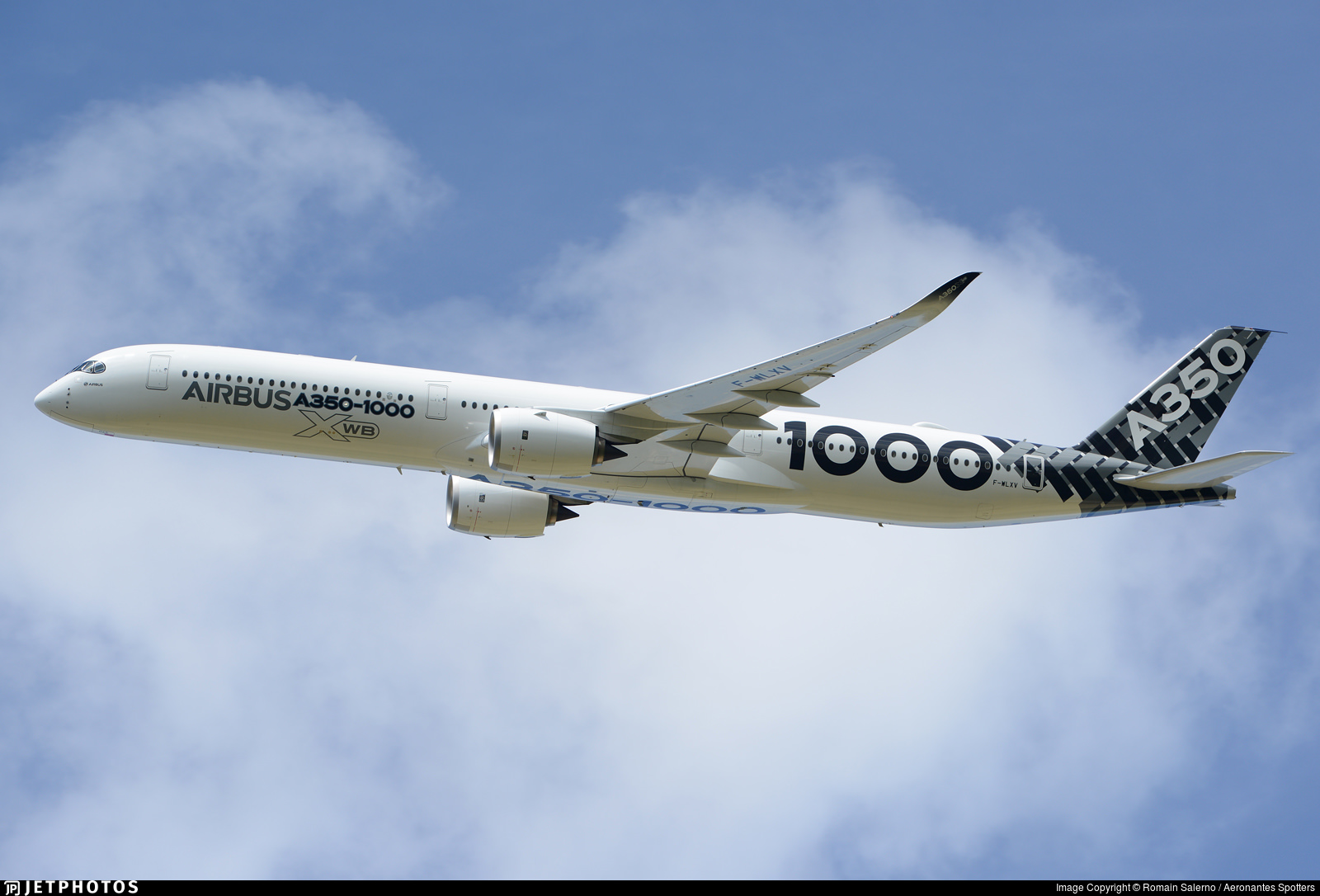 A350-1000 F-WLXV 1
