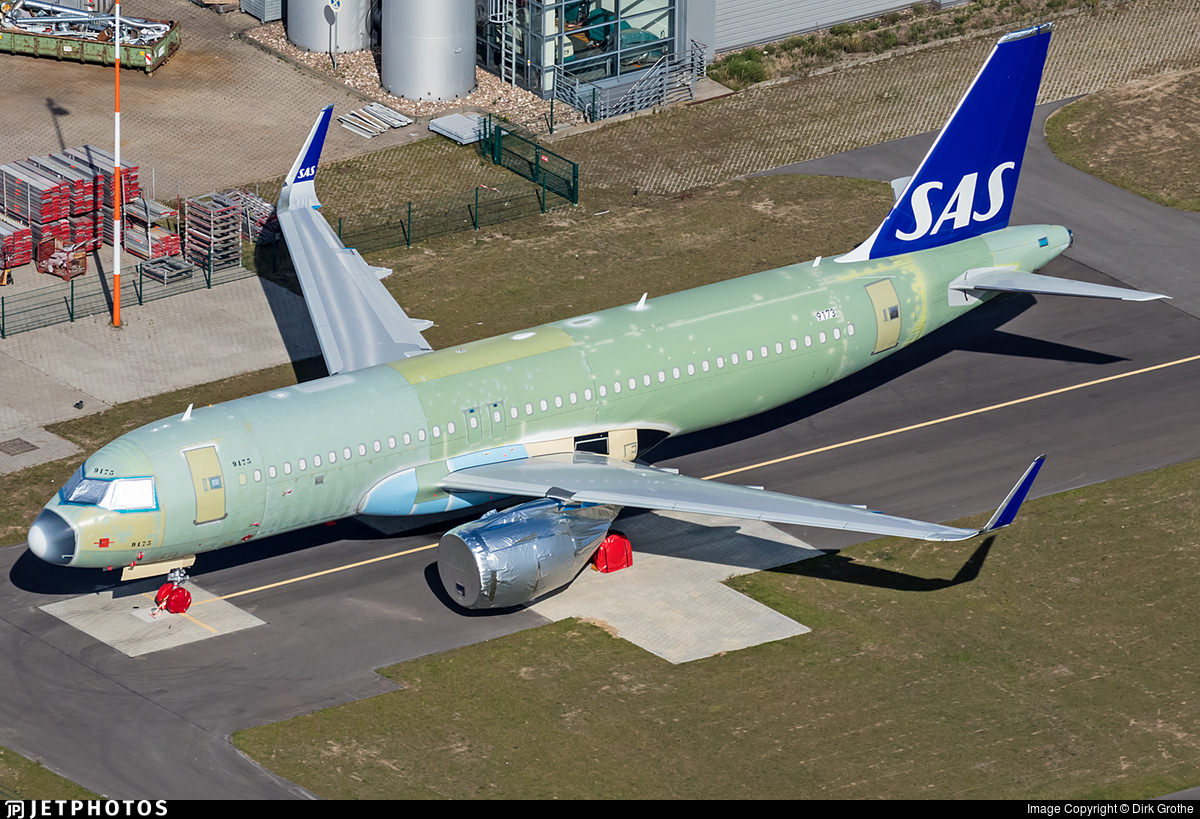 SAS A320neo in partial new livery