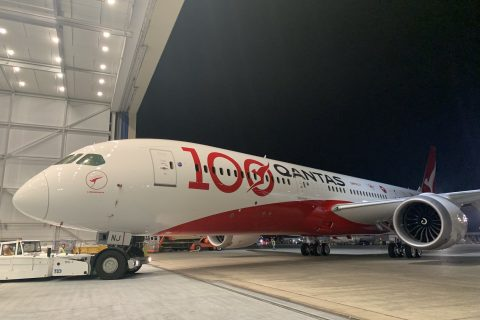 Qantas 787 VH-ZNJ in special centenary livery