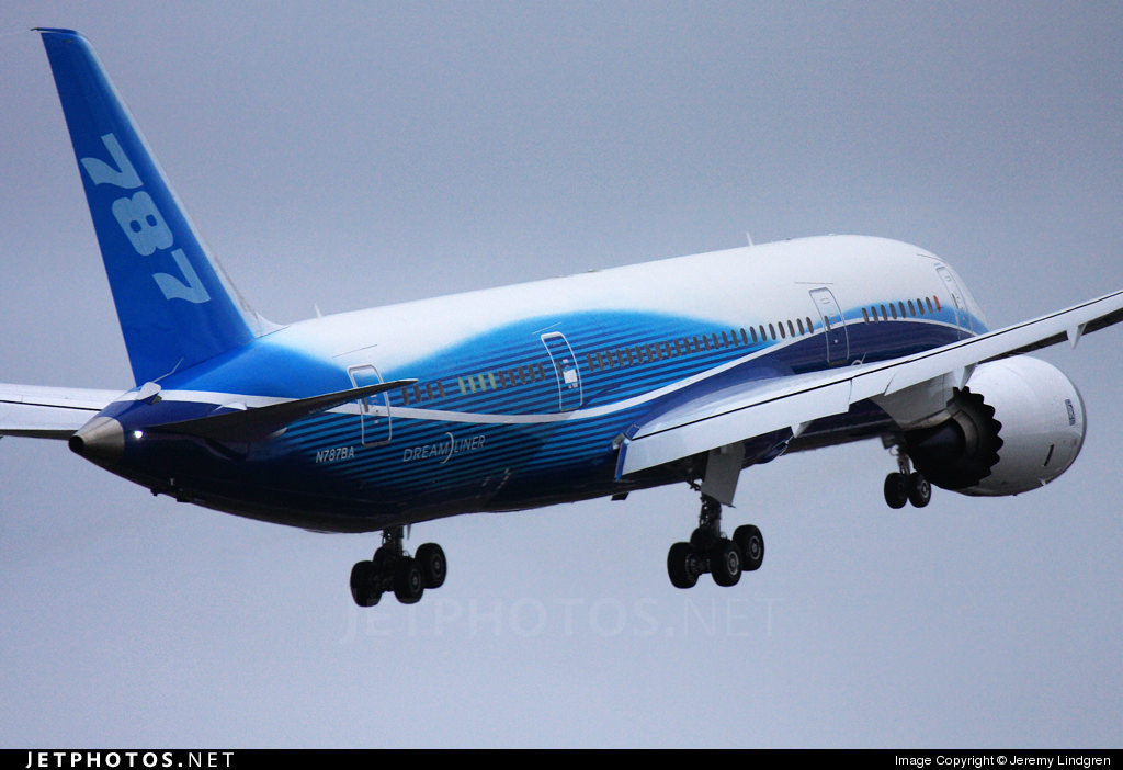 The 787 climbing away from the runway on its first flight