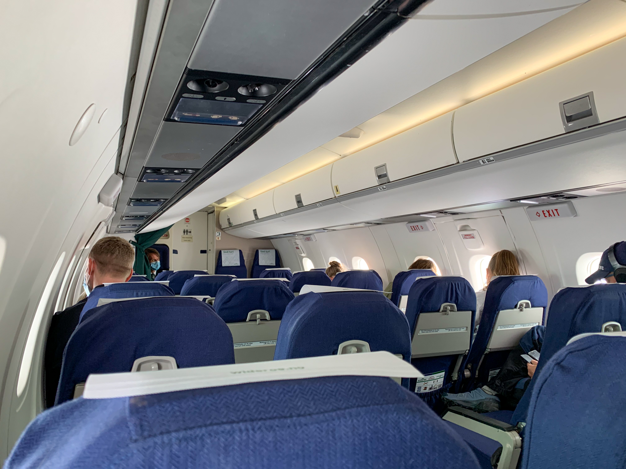 Widerøe Dash 8-100 cabin