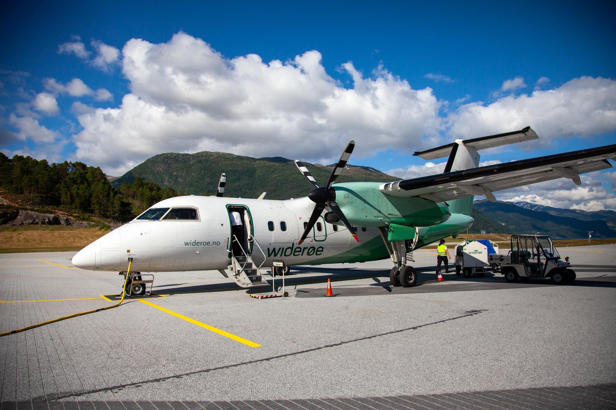 Widerøe Dash 8-100
