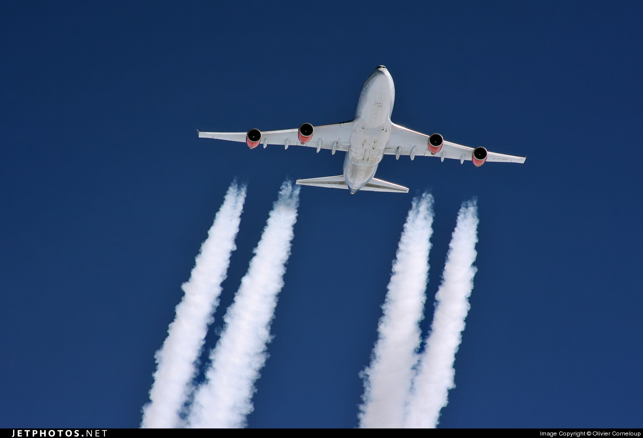 747 vertical separation TCAS airplane safety