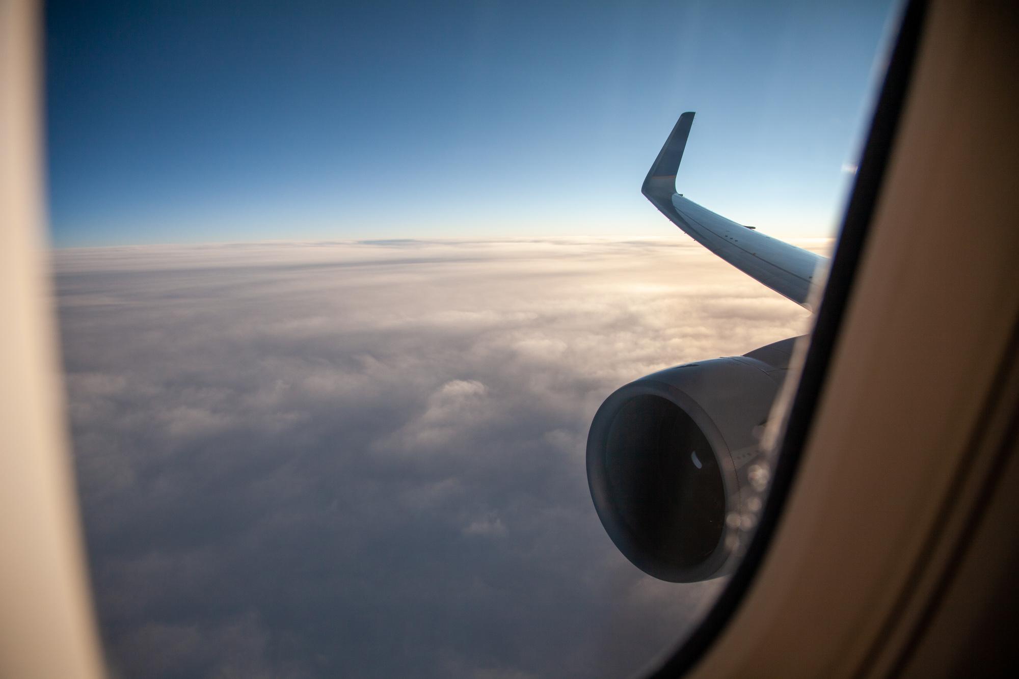 United 767-300ER wing shot transatlantic Polaris business class pandemic