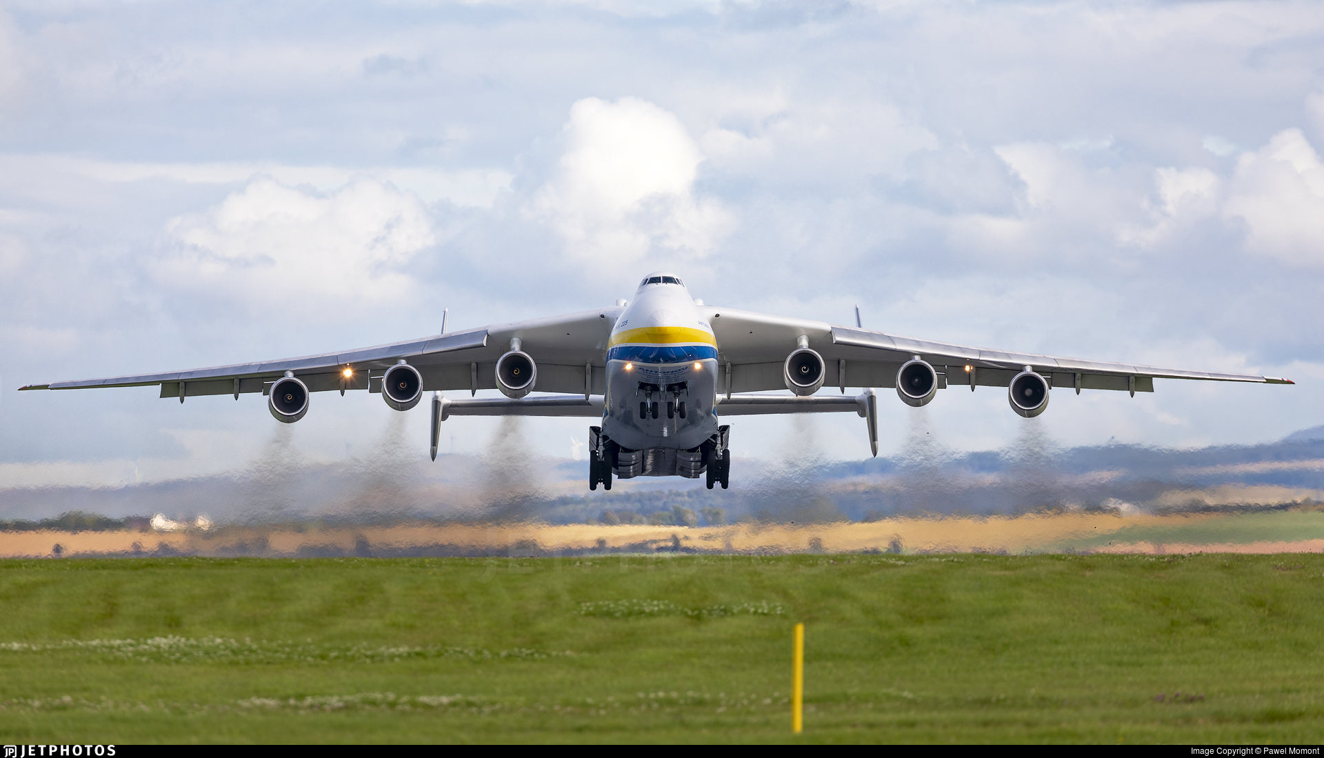 The An-225 departs Prestwick