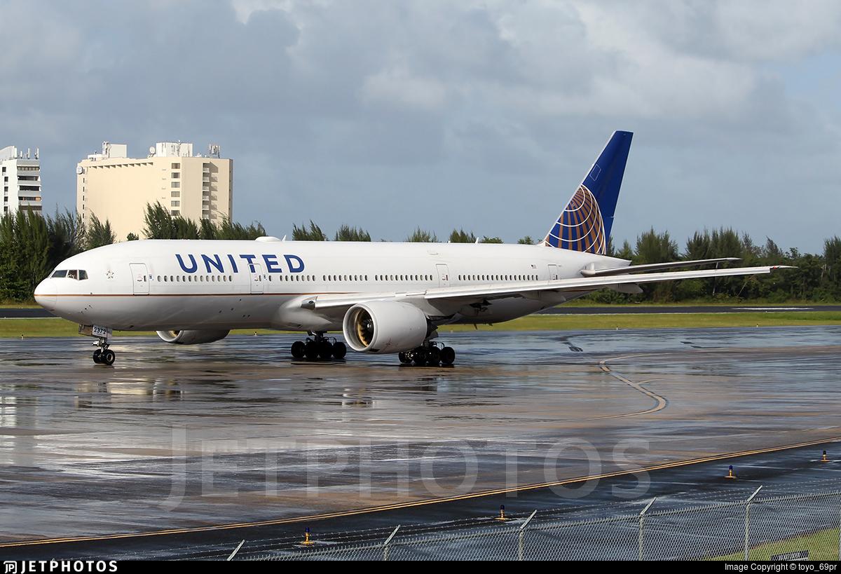 incident aircraft UA328 N772UA United Airlines engine failure grounding