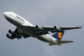 airlines smaller planes Lufthansa 747