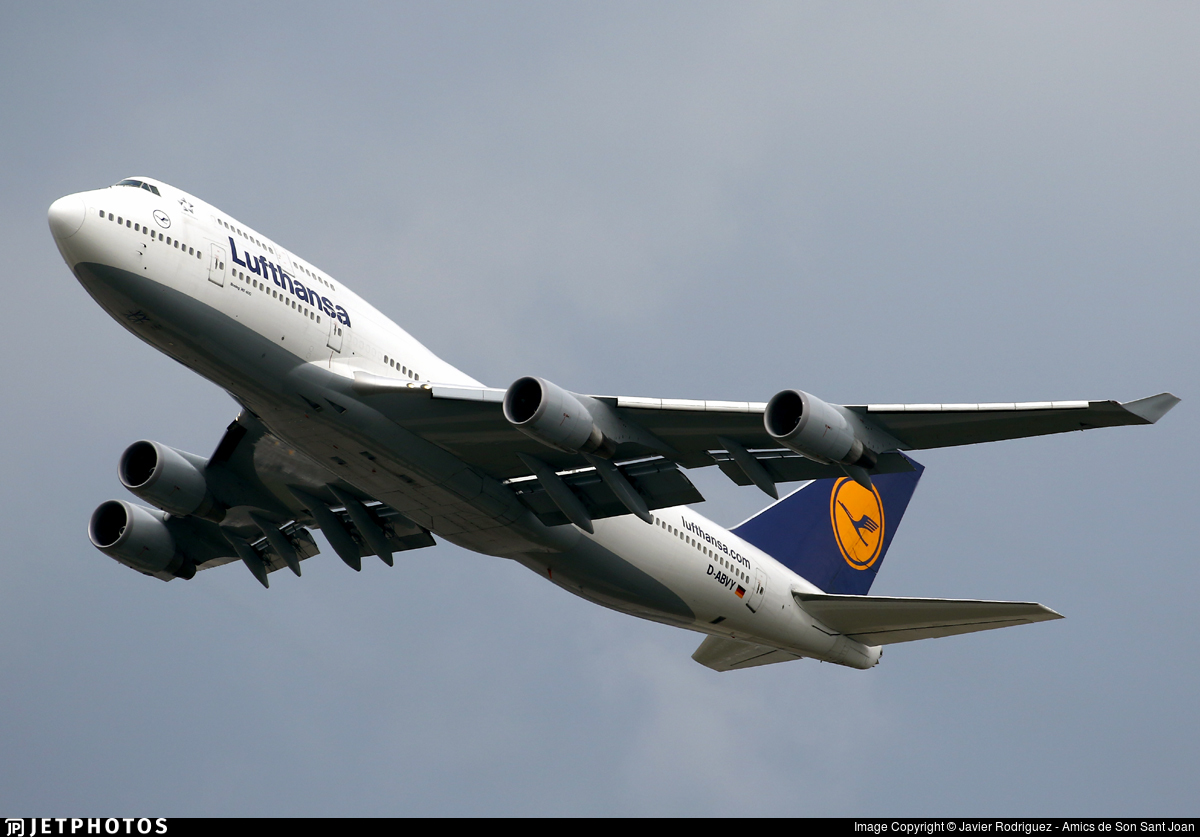 airlines smaller planes Lufthansa 747