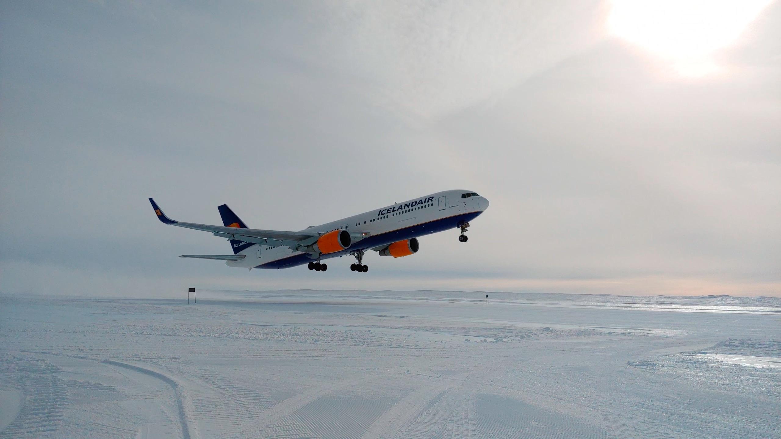 Icelandair 767 departing Troll Airfield