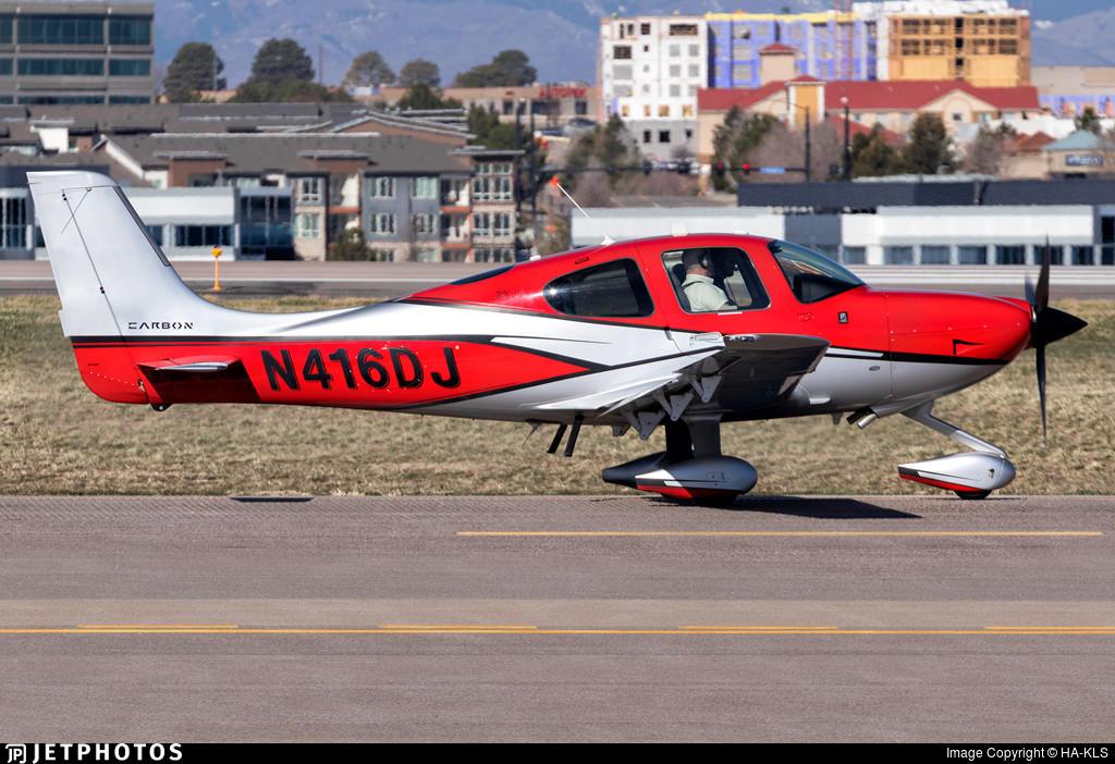Cirrus SR22 N416DJ